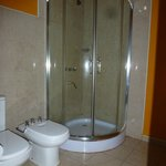  Spacious bathroom with bidet