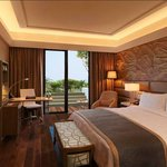  Kempinski Ambience Hotel Delhi Guest Room