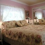  2 bdr house sleeps 4