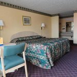 Scottish Inn Tifton GA King bed