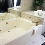  Whirlpool Tub in Whirlpool Suite