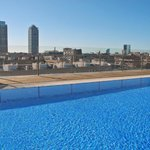  Pool Dachterrasse mit Blick zum Port Olympic