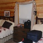 Hootenanny Cabin bedroom