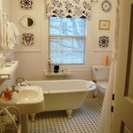  Fully renovated Rosamunde bathroom.