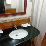 Suite Room 310 - Bathroom