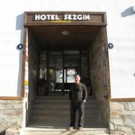  Sezgin in front of the hotel