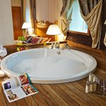  APRT Bedroom &amp; Jacuzzi