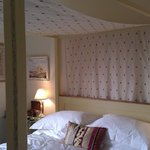 Four poster bed room.