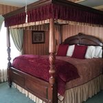 King size canopy bed in the Eastlake Room