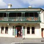 Shakespeare Backpackers International Hostel