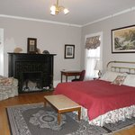 The Presidents' Room, king bed, private bath, fireplace
