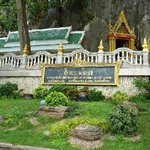 Khao Yoi Cave