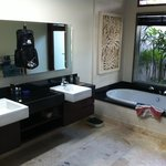 Main bathroom of Villa 7