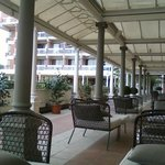  Loggia/bar overlooking pool and park