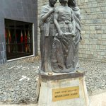  Mothers&#39; memorial statue