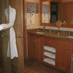  Bathroom, Ocean Breeze Suite