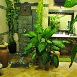  TROPICAL BATHROOM AT HELICONIA SUITE