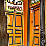  Entrada al Hostal