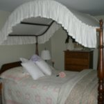  Country Room canopy bed