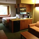 Microtel Inn & Suites by Wyndham Zephyrhillsの写真