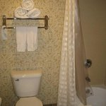 King Corner Suite Bathroom