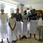  Enjoying the Thai cooking course offered by the resort