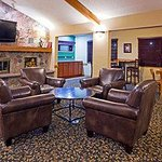  Americ Inn Fargo Lobby