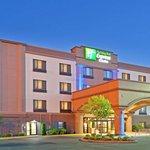 Holiday Inn Express Puyallup in the evening