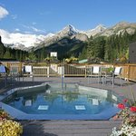  Deer Lodge Hot Tub Lake Louise