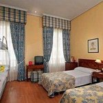 Normal Tryp Gran Via Family Room