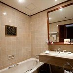  Deluxe Bathroom Res