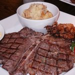 T-bone with bearnaise sauce and mashed potatoes