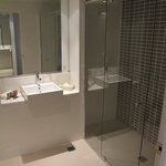 Chifley Wollongong - Deluxe Queen Bathroom