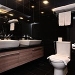  Far East Plaza Residences Bathroom