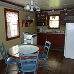  Magenta cottage kitchen