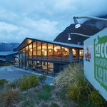 ‪Mt Cook Backpacker Lodge‬