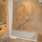  Tub and shower in room 4227