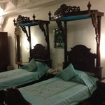 twin bed suite