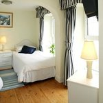 This Beautiful  12sq.m double bed 4.5ft room has heating,TV & 3sq.m shower and toilet