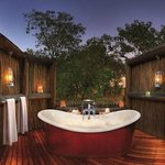  Khwai River Lodge - Suite Bathroom
