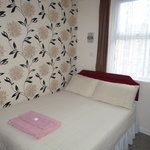 Small en-suite double room