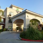 Фотография Holiday Inn Express Hotel & Suites Lake Elsinore