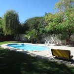 Jardín y Piscina / Backyard and Pool.