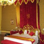  Royal looking bed, very comfy and clean, nice quality linens.