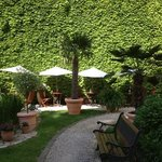  Herrlicher Garten im Innenhof des Honigmond Garden Hotels
