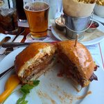 Simmzy' Burger with Bacon and a nice IPA