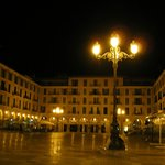 Plaza Mayor, a 5 minutos a pie desde el hotel Born