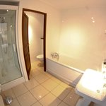  Salle de bain super clean (apparemment refaite)