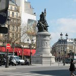  Veduta di Place de Clichy