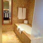  Shower/tub room